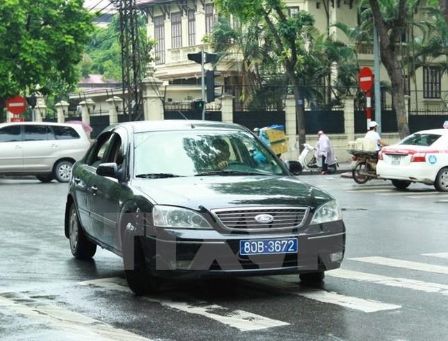 Bộ Tài chính: Khoán kinh phí xe công đưa đón lãnh đạo theo giá taxi - ảnh 1