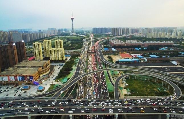 Cầu 100 triệu đô gây tắc đường ở Trung Quốc - ảnh 1