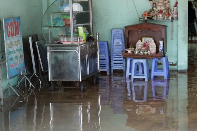 Phố Sài Gòn lại chìm trong nước sau ngày mưa tầm tã - ảnh 9