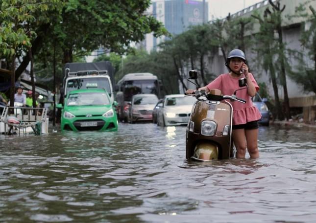 Phố Sài Gòn lại chìm trong nước sau ngày mưa tầm tã - ảnh 5