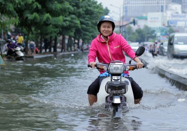 Phố Sài Gòn lại chìm trong nước sau ngày mưa tầm tã - ảnh 3
