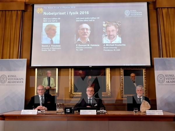 Bộ ba nhà khoa học gốc Anh giành giải Nobel Vật lý 2016 - ảnh 1