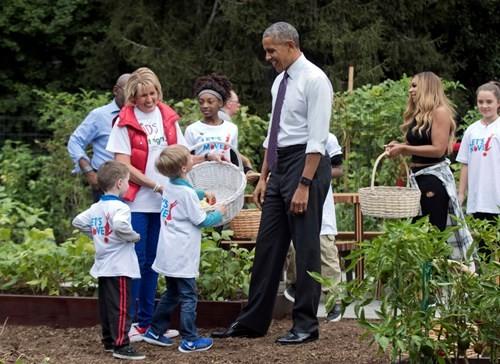 Bà Hillary hứa sẽ chăm sóc vườn rau của nhà Obama nếu đắc cử - ảnh 5