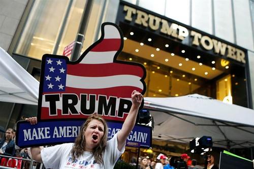 Ngày chủ nhật bão tố của Donald Trump - ảnh 1