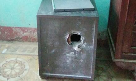 Trụ sở ủy ban 3 xã bị trộm đột nhập phá két sắt - ảnh 1