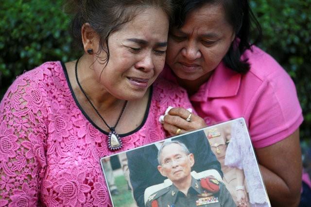 Thái Lan sẽ để tang quốc vương trong một năm - ảnh 7
