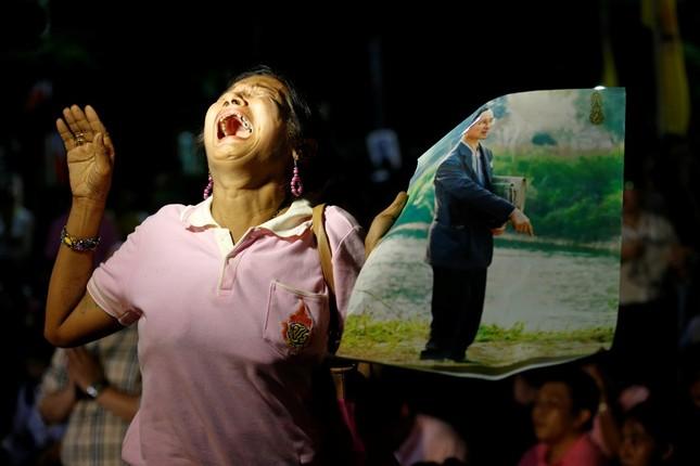 Thái Lan sẽ để tang quốc vương trong một năm - ảnh 8