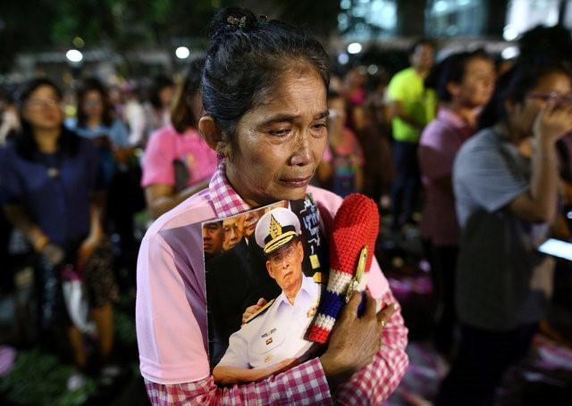 Thái Lan sẽ để tang quốc vương trong một năm - ảnh 11