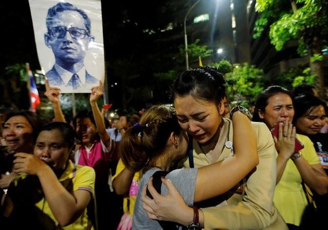 Thái Lan sẽ để tang quốc vương trong một năm - ảnh 2