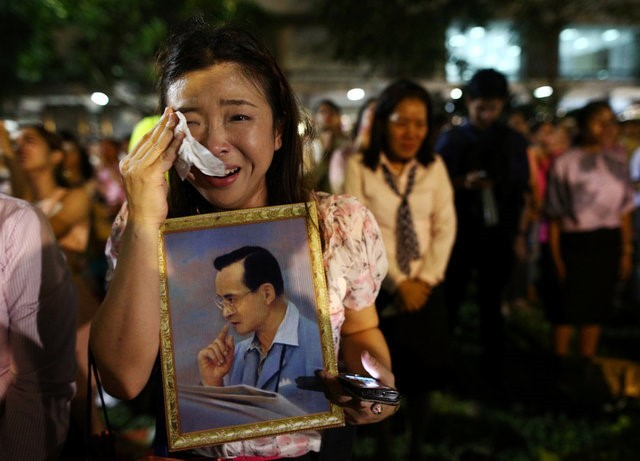 Thái Lan sẽ để tang quốc vương trong một năm - ảnh 10