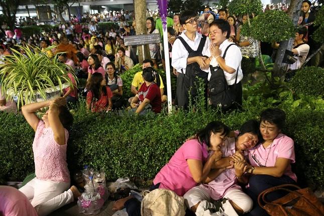 Thái Lan sẽ để tang quốc vương trong một năm - ảnh 1