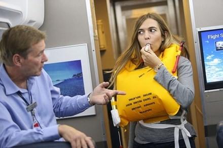 Hành khách bị đuổi khỏi máy bay vì trêu ghẹo nữ tiếp viên - ảnh 1