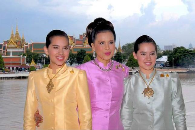 3 công chúa của quốc vương Thái Lan - ảnh 2