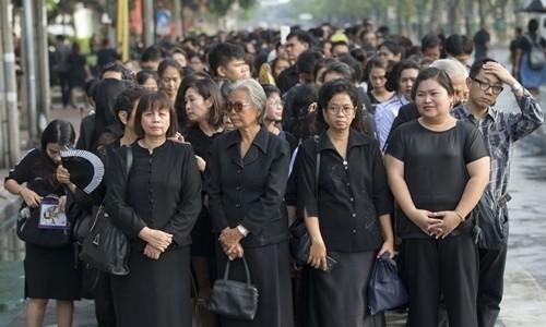 Thái Lan để tang Quốc vương thế nào? - ảnh 2