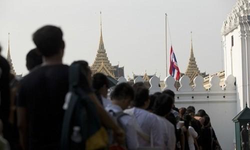 Thái Lan để tang Quốc vương thế nào? - ảnh 1