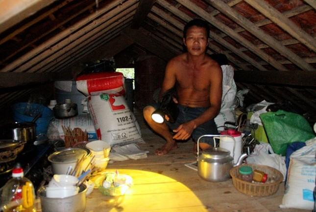 Nghìn người ở Hà Tĩnh chui mái nhà chờ nước rút - ảnh 2