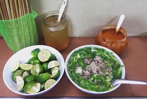 Những quán ăn hơn 25 năm tuổi ở Hà Nội luôn đông khách - ảnh 4