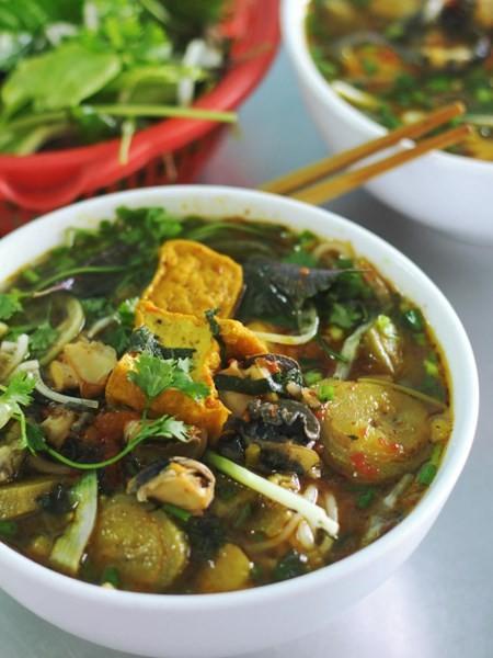Những quán ăn hơn 25 năm tuổi ở Hà Nội luôn đông khách - ảnh 6