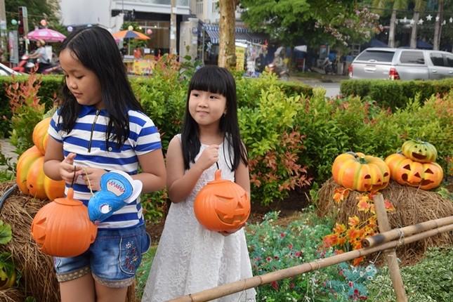 Vườn bí ngô hút khách dịp Halloween ở Sài Gòn - ảnh 4