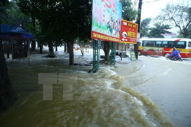 Hà Tĩnh: Huyện Hương Khê chìm trong biển nước, 13 xã bị cô lập - ảnh 1