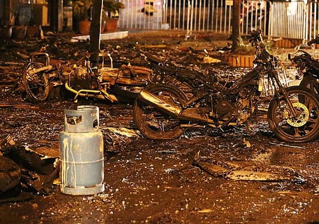 Hiện trường tan hoang sau vụ cháy quán karaoke ở Cầu Giấy - ảnh 4