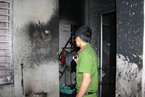 Người cha tự thiêu, lôi vợ con vào đám cháy - ảnh 1