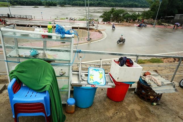 Tan hoang vùng rốn lũ Phú Yên - ảnh 5