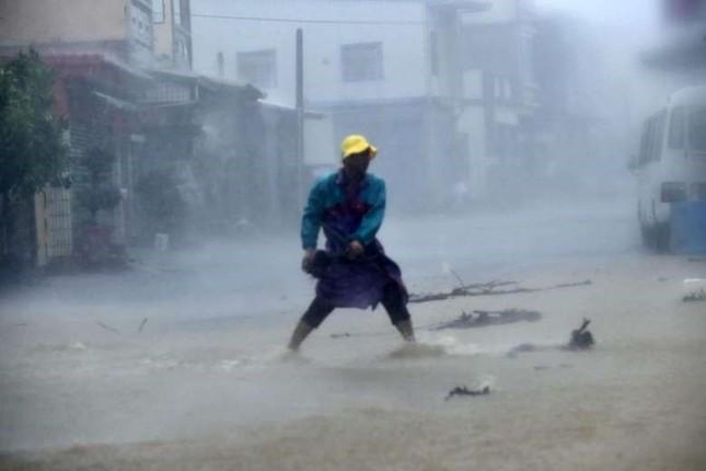 Siêu bão Meranti đổ bộ, Đài Loan tan hoang - ảnh 9