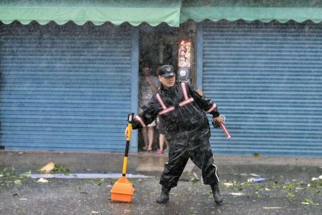 Siêu bão Meranti đổ bộ, Đài Loan tan hoang - ảnh 10