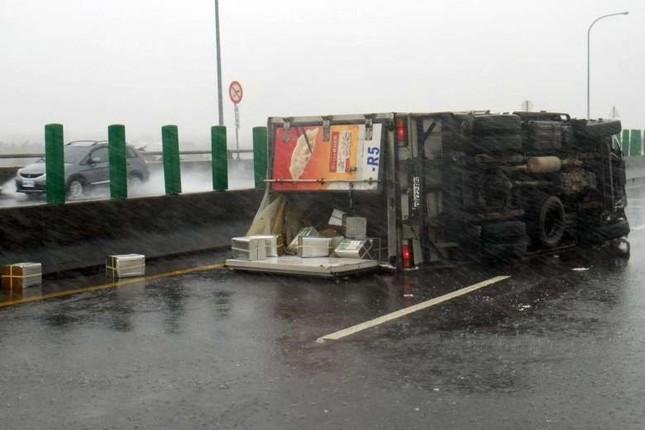 Siêu bão Meranti đổ bộ, Đài Loan tan hoang - ảnh 11