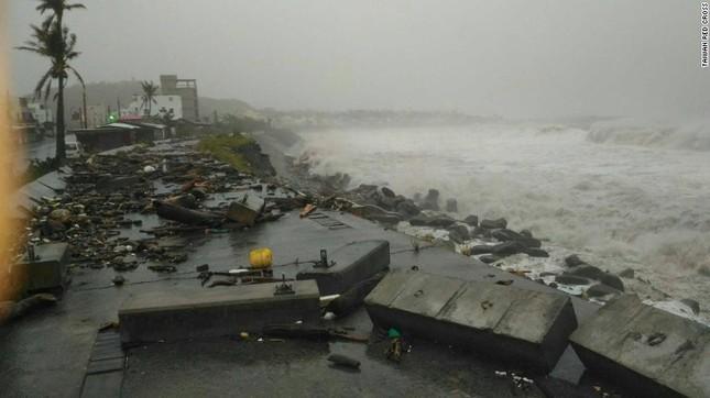 Siêu bão Meranti đổ bộ, Đài Loan tan hoang - ảnh 14