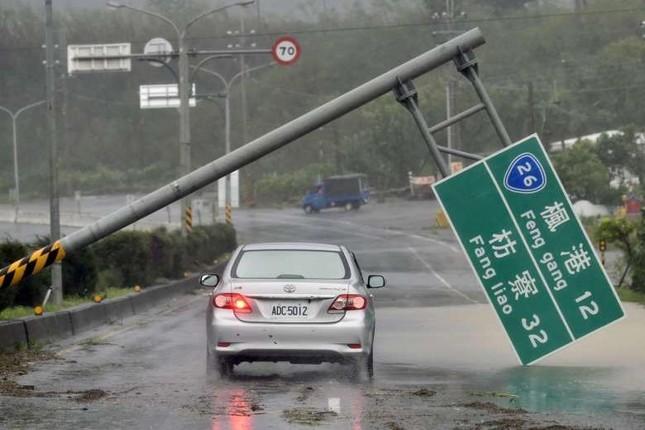 Siêu bão Meranti đổ bộ, Đài Loan tan hoang - ảnh 12
