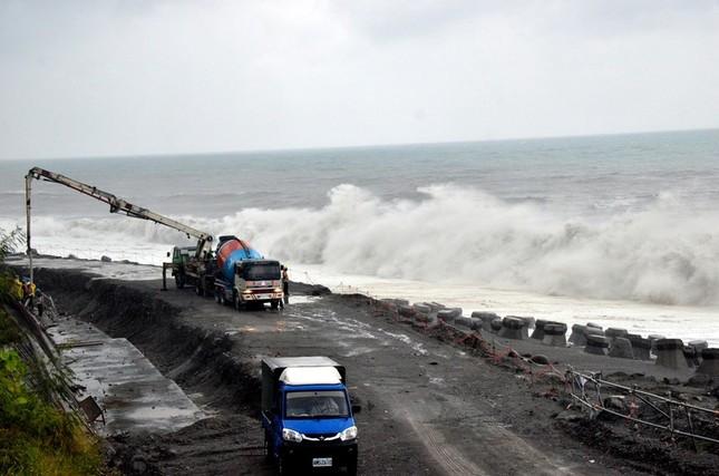Siêu bão Meranti đổ bộ, Đài Loan tan hoang - ảnh 13