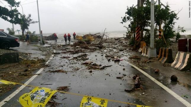 Siêu bão Meranti đổ bộ, Đài Loan tan hoang - ảnh 15