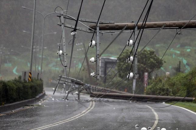 Siêu bão Meranti đổ bộ, Đài Loan tan hoang - ảnh 1