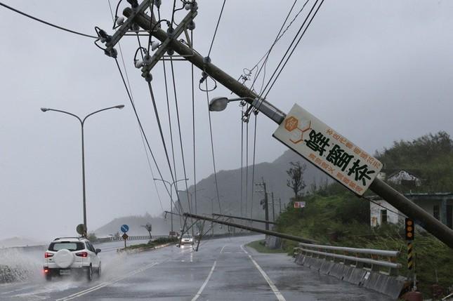 Siêu bão Meranti đổ bộ, Đài Loan tan hoang - ảnh 2