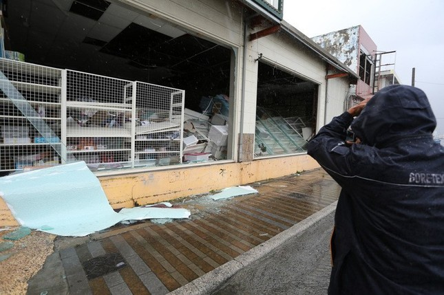 Siêu bão Meranti đổ bộ, Đài Loan tan hoang - ảnh 6