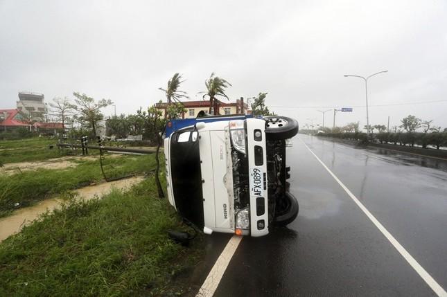 Siêu bão Meranti đổ bộ, Đài Loan tan hoang - ảnh 7