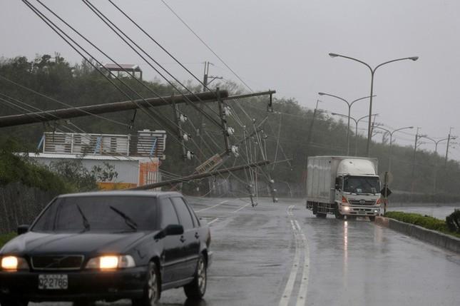 Siêu bão Meranti đổ bộ, Đài Loan tan hoang - ảnh 8