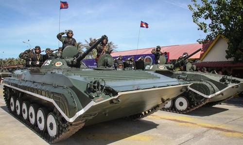 Đội cảnh vệ trang bị xe tăng, trực thăng của Thủ tướng Hun Sen - ảnh 2
