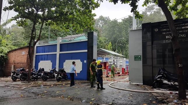 Hàng nghìn hộ dân Sài Gòn mất điện vì cháy trạm biến áp - ảnh 1