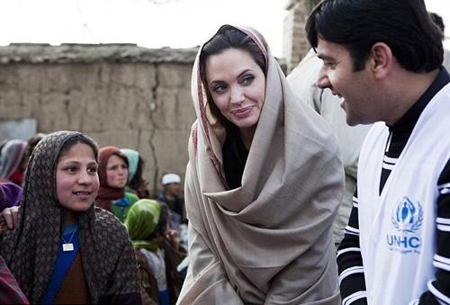 Brad Pitt lo đam mê chính trị của Angelina gây nguy hiểm cho các con - ảnh 1