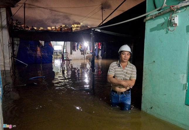 500.000 mỗi lượt đẩy ô tô qua chỗ ngập lụt - ảnh 14