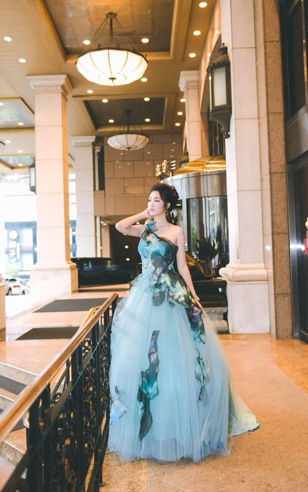 Hoa hậu Mỹ Linh hóa thân thành Lọ Lem - ảnh 1
