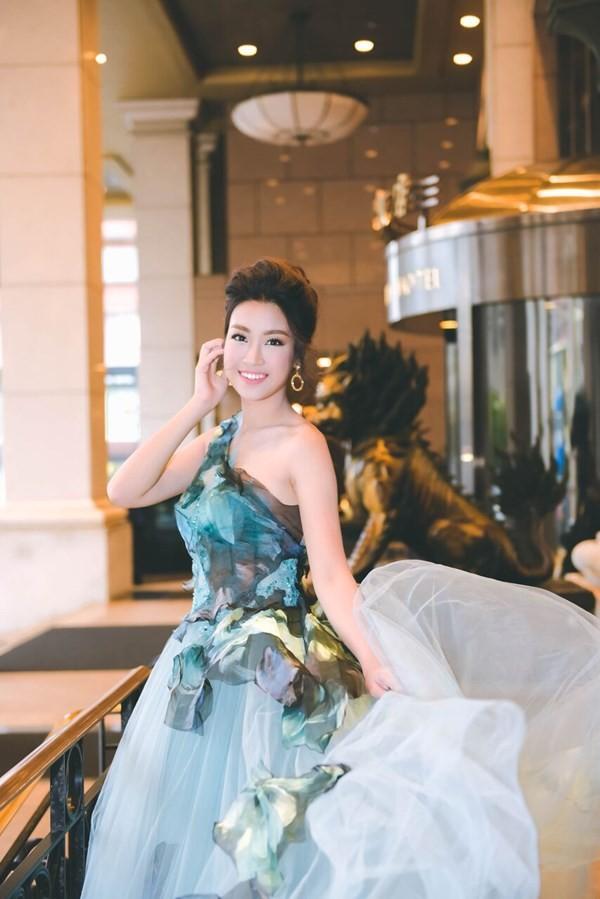 Hoa hậu Mỹ Linh hóa thân thành Lọ Lem - ảnh 2