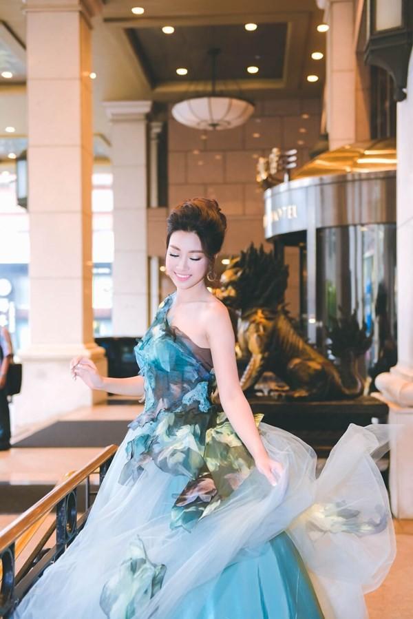 Hoa hậu Mỹ Linh hóa thân thành Lọ Lem - ảnh 3