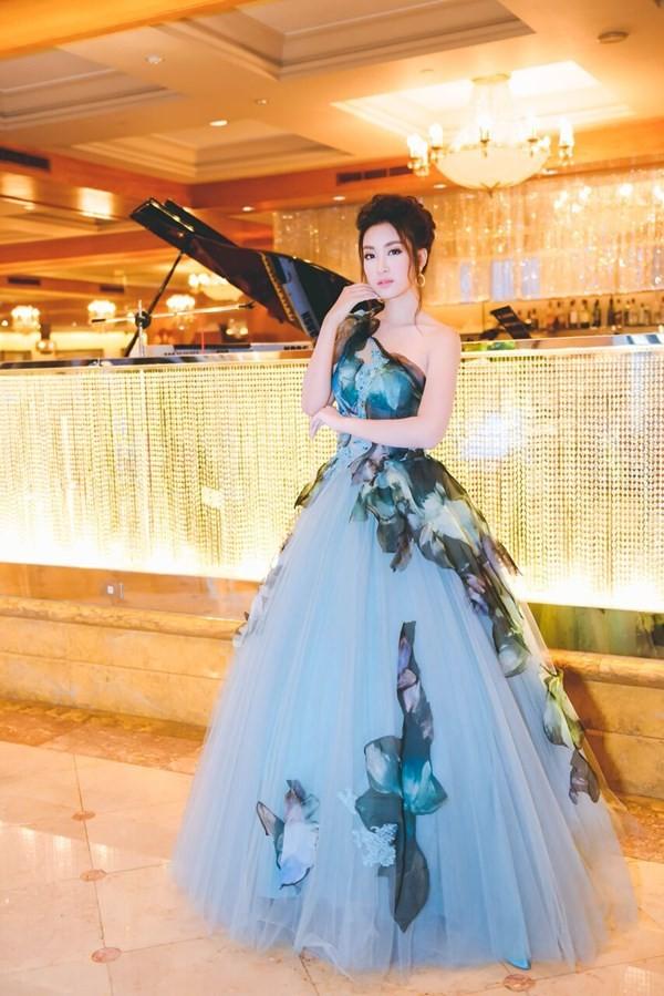 Hoa hậu Mỹ Linh hóa thân thành Lọ Lem - ảnh 4