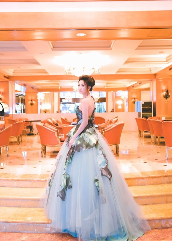 Hoa hậu Mỹ Linh hóa thân thành Lọ Lem - ảnh 6