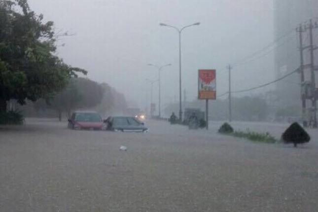 Lụt ngập nóc nhà ở Quảng Bình - ảnh 3