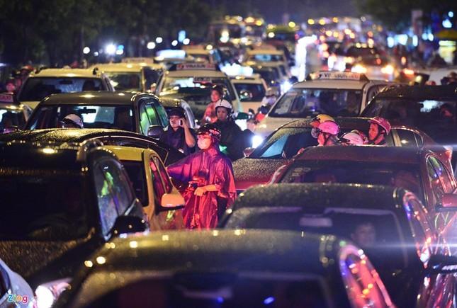 Kẹt xe hàng giờ không nhúc nhích ở Sài Gòn - ảnh 7